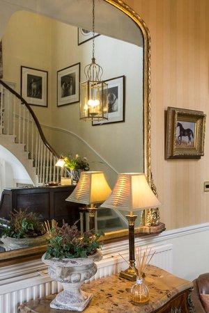 Apsley House Hotel: Stairway