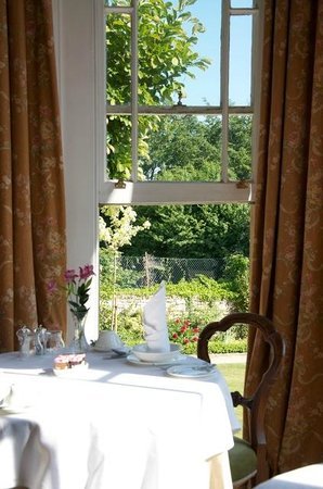 Apsley House Hotel: Taking breakfast
