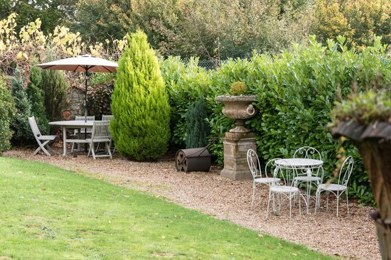 Apsley House Hotel: Garden Seating