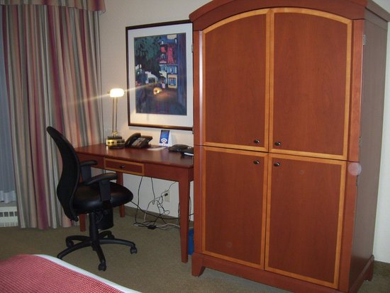 The National Hotel and Suites Ottawa: work station and old CRT TV