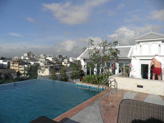 Chillax Resort : Piscina