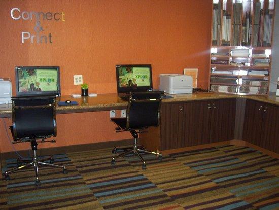 Fairfield Inn New York JFK Airport: business center