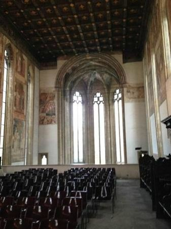 Museo Diocesano Napoli - Complesso Monumentale Donnaregina: l'abside pentagonale della chiesa vecchia vista dal coro