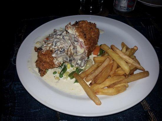 Joglo Restaurant & Bar: chicken cordon bleu
