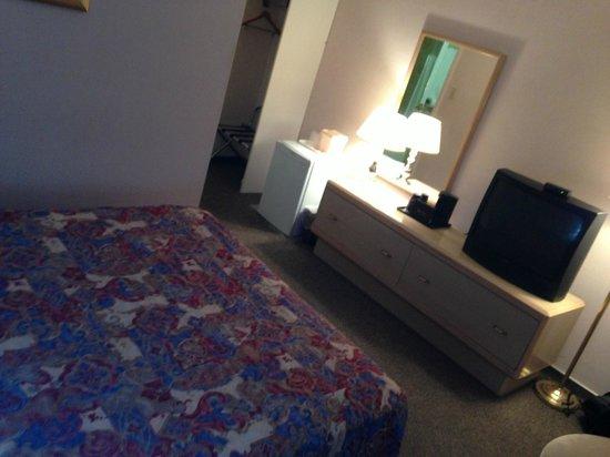 Howard Johnson Cornwall: Room