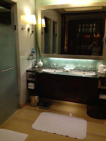 Shangri-La China World Summit Wing, Beijing: Bathroom