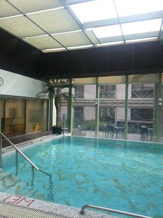 Radisson Blu Hotel Shanghai Hong Quan: Indoor Pool