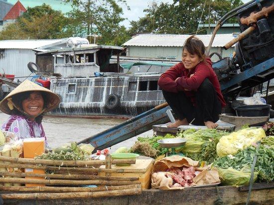 Hanh Phuc Hotel Can Tho : le marché flotant