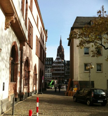 Frankfurt on Foot Walking Tours: Looking towards Dom Romerberg Plaza.