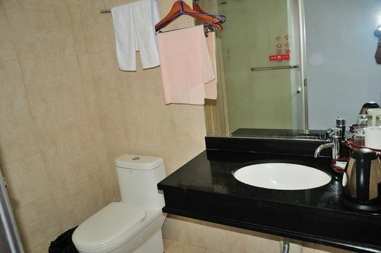 Rishang Resort Hotel: washroom