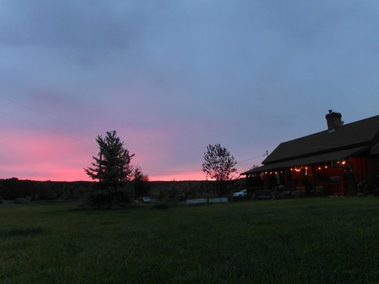 Cottonwood Meadow Lodge: Sunset at Cottonwood Meadow Ranch