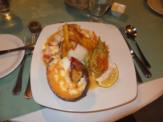 Bogles Round House: Lobster with rice, vegetables & banana chips