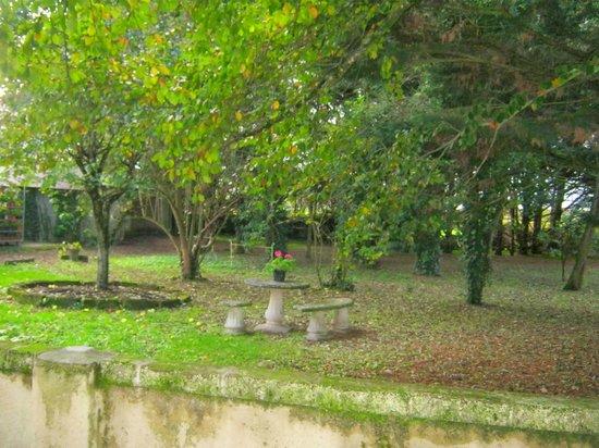 Logis Manoir de la Giraudiere : jardin du manoir