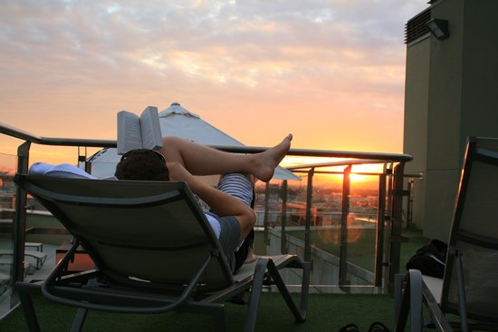 Hotel Córdoba Center: sunset relaxing on the rooftop patio