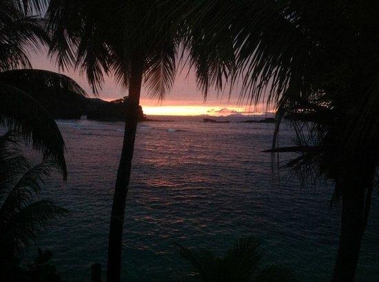 Rainbow Beach Bar Restaurant : sunset at the rainbow restaurant guest house calibishie