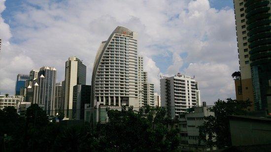 Pullman Bangkok Grande Sukhumvit: ターミナル21から宿泊施設を撮影