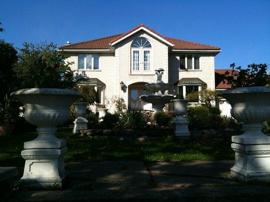 Villa Alexandrea Bed & Breakfast: Il giardino sul fronte