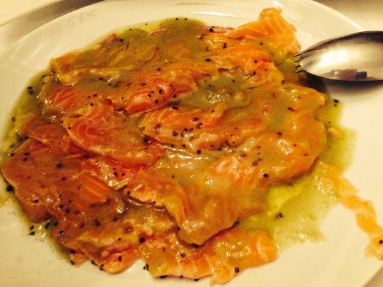 El Bolon Verde Restaurante: Salmón marinado con gazpacho de aguacate