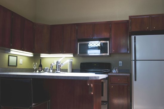 Walla Faces Inns at Historic Downtown: Suite 4 Kitchen