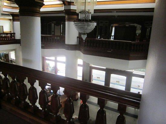 Welcome Jomtien Beach Hotel: Вид со второго этажа на лобби