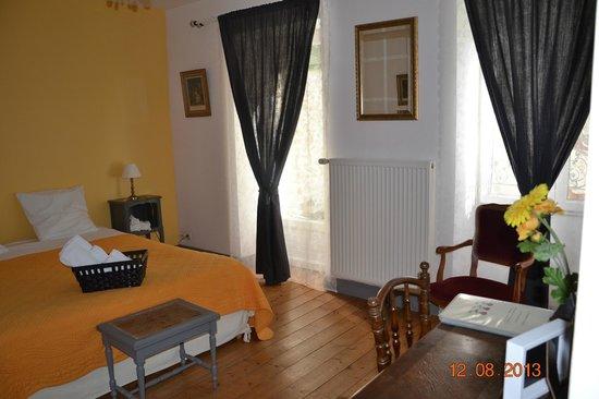 La chambre jaune - Photo de La Maison Rose, Puiseaux - TripAdvisor