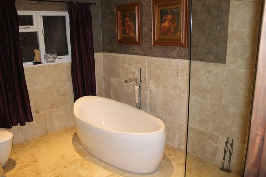 Loch Ness Highland Cottage B&B : Cuarto de Baño, funcional y exquisitamente decorado