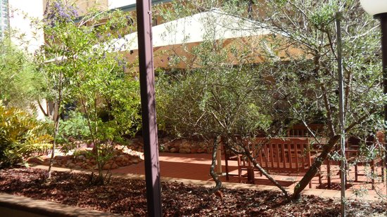 Aurora Alice Springs: seating area outside our room