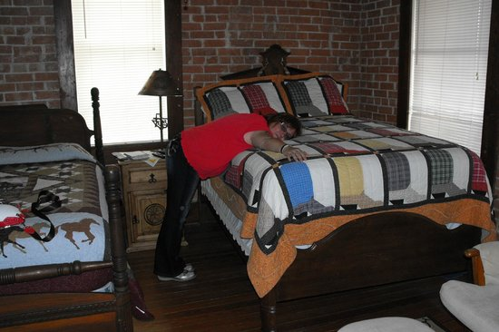 J.M. Koch's Hotel Bed and Breakfast: bed