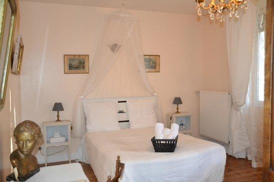 Chambre blanche - Photo de La Maison Rose, Puiseaux ...