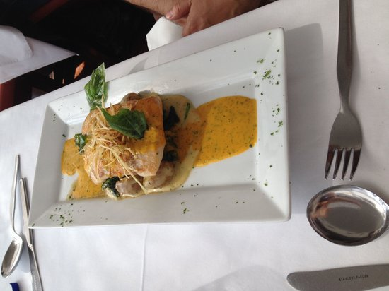 Francesco: Mmmmm maravilloso pescado al ajillo