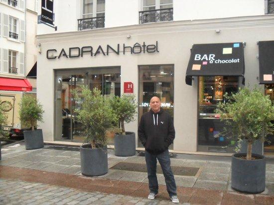 Hotel du Cadran Tour Eiffel: Front of Hotel