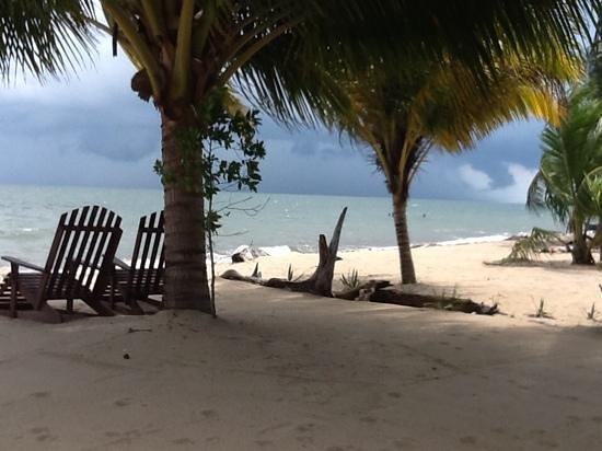 Tipple Tree Beya: Beach view as a storm rolls in!