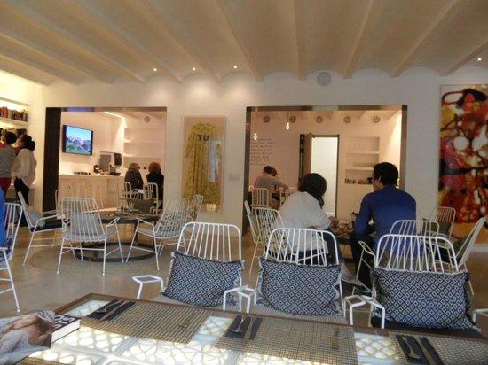 HM Balanguera : Dining/ Foyer area