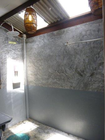 Paradise Resort Phi Phi: the basic bathroom