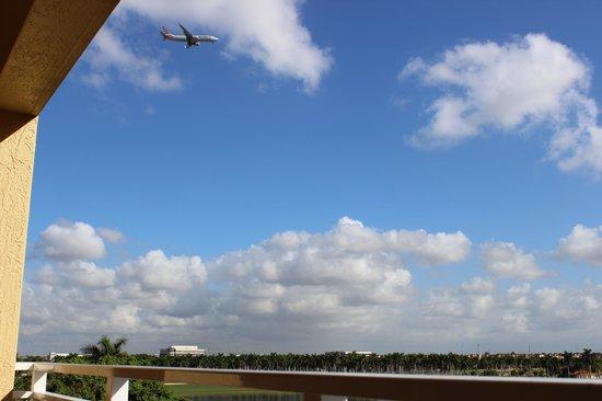 Marriott's Villas at Doral: jet above our building
