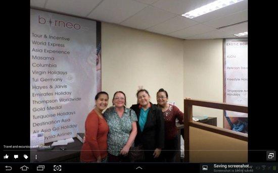 Shangri-La's Rasa Ria Resort & Spa: reception staff