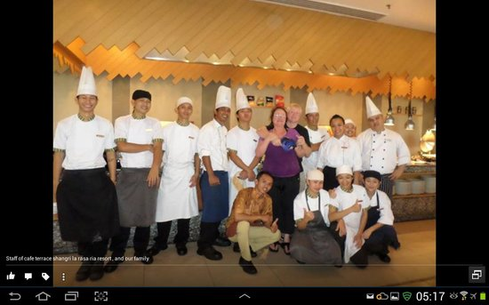 Shangri-La's Rasa Ria Resort & Spa: Coffee Terrace restaurant staff