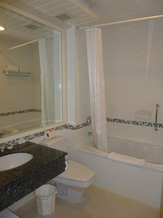 Aurum The River Place: bathroom