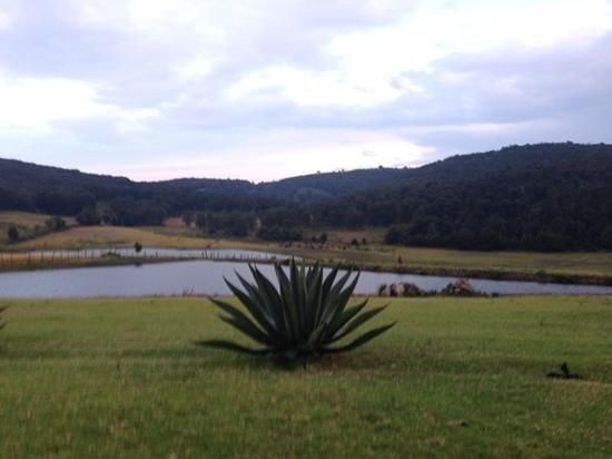 Hacienda de la Luz Boutique & Mountain Park Resort: vista del lago principal afuera de la hacienda