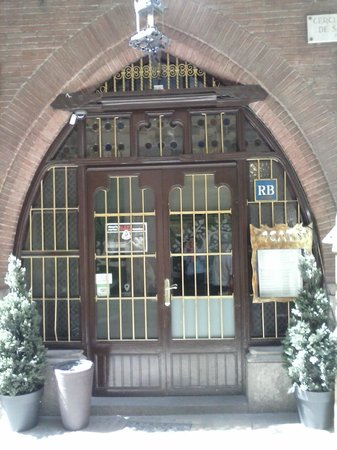 The entrance 4 Gats