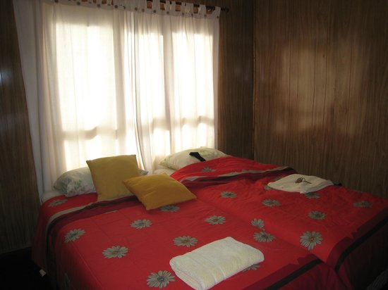 Hospedaje Magallanes: Twin room with shared bathroom