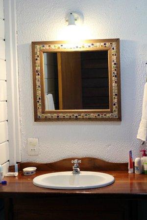 Pousada Tagomago Beach Lodge : Simple but clean bathroom