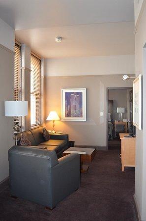 Magnolia Hotel Dallas Downtown: Camera