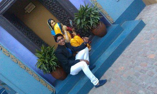 Rangla Punjab Haveli: Statue