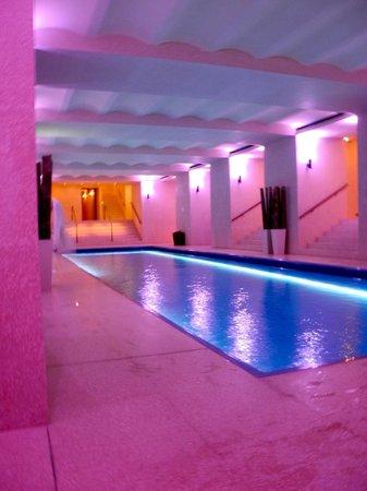 Cafe Royal Hotel: Der grosse Pool