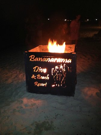 Bananarama Beach and Dive Resort: Bonfire on the Beach