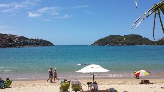 Ferradura Resort : Vista da saída do hotel para a praia.