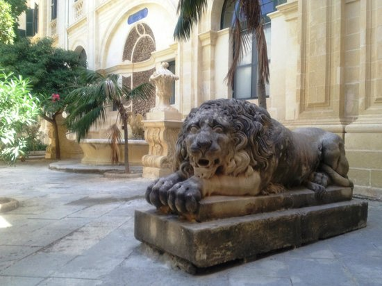 The Malta Experience: Внутренний дворик