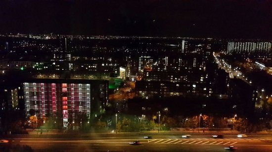 Ramada Apollo Amsterdam Centre: Night view from floor 17