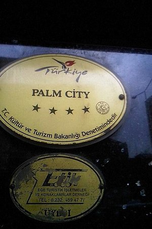 Palm City Hotel: who rated this as a 4 stars hotel ???